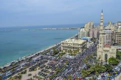 Demonstrationer framme av ledaren Ibrahim Mosque i Alexandria Royaltyfri Fotografi