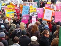 demonstrationsfeministpolermedel Fotografering för Bildbyråer