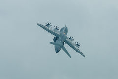 Demonstrationsflug am regnerischen Tag der Militärtransportflugzeuge Airbus A400M Atlas Lizenzfreie Stockfotos