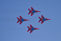 Demonstrationskapacitet av flyggruppen av konstflygning Milita Arkivfoton