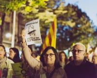 Demonstrationszug für katalanisches Referendum stockbilder