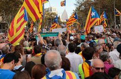 Demonstrators for freedom in barcelona and estelada flags. The crowd carry estelada flags, pro separatist catalan flag, and raise their hands during a Stock Image