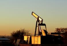 Demontera olje- pumpjack Arkivbild