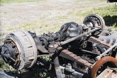 Demonterad gammal lastbil i en förrådsplats Arkivfoton