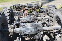 Demonterad gammal lastbil i en förrådsplats Royaltyfria Bilder