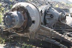 Demonterad gammal lastbil i en förrådsplats Royaltyfri Bild