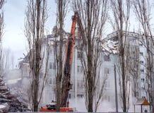 Demontering returnerar efter gasexplosion i en lägenhet Royaltyfria Foton