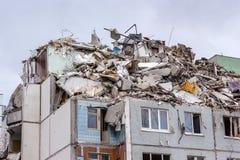 Demontering returnerar efter gasexplosion i en lägenhet Royaltyfria Bilder