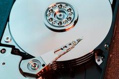 Demontująca ciężka przejażdżka od komputeru, hdd z lustrzanym skutkiem Rozpieczętowany dysk twardy od komputerowego hdd z lustrza zdjęcia stock