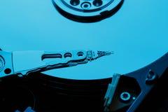 Demontująca ciężka przejażdżka od komputeru, hdd z lustrzanym skutkiem Rozpieczętowany dysk twardy od komputerowego hdd z lustrza obrazy stock