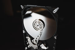 Demontująca ciężka przejażdżka od komputeru z lustrzanymi skutkami (hdd) Część komputer komputer osobisty, laptop (,) Fotografia Stock
