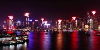 Demostración 2011 de los fuegos artificiales de la cuenta descendiente en Hong-Kong Imagen de archivo libre de regalías