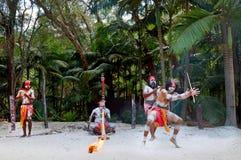 Demostración aborigen de la cultura en Queensland Australia foto de archivo