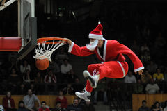 Demostración acrobática del baloncesto Foto de archivo libre de regalías