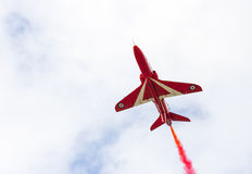 Demostración aeroacrobacia del vuelo de la flecha roja en Tallinn, Estonia fotos de archivo libres de regalías