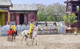 Demostración antigua en los estudios del mundo de Hengdian, China del caballo del estilo Imagen de archivo