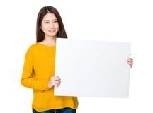 Demostración asiática de la mujer con la bandera blanca Fotos de archivo