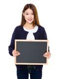 Demostración asiática de la mujer con la pizarra Imagen de archivo