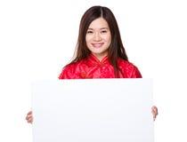 Demostración china de la mujer con el tablero blanco Fotos de archivo