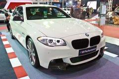 Demostración de BMW 528i en el segundo salón auto internacional 201 de Bangkok imagenes de archivo
