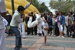 Demostración de Capoeira en las calles de La Paz imágenes de archivo libres de regalías