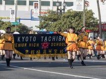 Demostración de la banda escolar de Kyoto Tachiba del japonés en la Rose famosa Imágenes de archivo libres de regalías