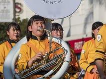 Demostración de la banda escolar de Kyoto Tachiba del japonés en la Rose famosa Foto de archivo libre de regalías