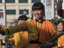 Demostración de la banda escolar de Kyoto Tachiba del japonés en la Rose famosa Imagen de archivo libre de regalías