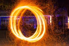 Demostración de la danza del fuego Fotos de archivo libres de regalías