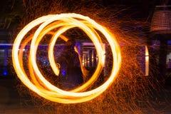 Demostración de la danza del fuego Foto de archivo libre de regalías