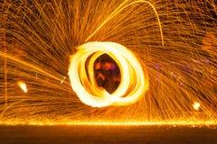 Demostración de la danza del fuego Fotos de archivo
