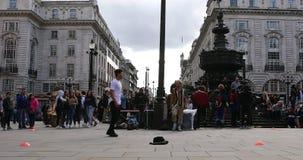 Demostración de la danza de rotura en Piccadilly Circus Londres almacen de video