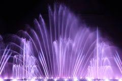 Demostración de la fuente de agua del baile Imágenes de archivo libres de regalías