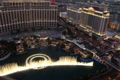 Demostración de la fuente de Bellagio, estado América de Las Vegas Nevada Imagenes de archivo