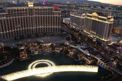 Demostración de la fuente de Bellagio, estado América de Las Vegas Nevada Fotografía de archivo