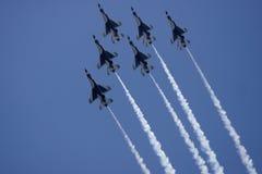 Demostración de la fuerza aérea de los Thunderbirds del U.S.A.F. Imágenes de archivo libres de regalías