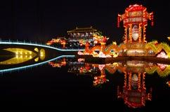 Demostración de la linterna del Año Nuevo el tótem del dragón Foto de archivo libre de regalías
