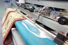 Demostración de la máquina para las alfombras de limpieza de las lanas Imagen de archivo libre de regalías