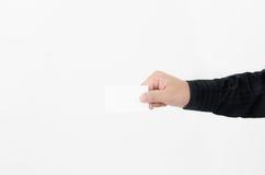 Demostración de la mano una tarjeta de visita Foto de archivo libre de regalías