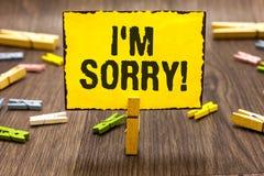 Demostración de la muestra del texto lo siento Foto conceptual a pedir perdón alguien usted unintensionaly dañó la pinza que llev fotografía de archivo libre de regalías