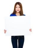 Demostración de la mujer con el tablero blanco Imágenes de archivo libres de regalías
