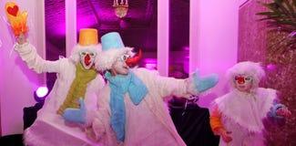 Demostración de la Navidad el muñeco de nieve de las muñecas que vagan del teatro de señor Pezho en el hotel magnífico Astoria Foto de archivo libre de regalías