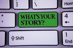 Demostración de la nota de la escritura cuál es su pregunta de la historia La exhibición de la foto del negocio conecta comunica  fotos de archivo libres de regalías