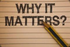 Demostración de la nota de la escritura porqué importa pregunta Foto del negocio que muestra razones importantes de hacer algo id imagen de archivo