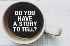 Demostración de la nota de la escritura usted tiene una historia para decir la pregunta Los cuentos de exhibición de las memorias fotografía de archivo libre de regalías