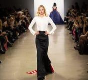 Demostración de la pista de Zang Toi FW19 como parte allí del New York Fashion Week foto de archivo