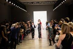 Demostración de la pista de Zang Toi FW19 como parte allí del New York Fashion Week imágenes de archivo libres de regalías