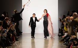 Demostración de la pista de Zang Toi FW19 como parte allí del New York Fashion Week fotografía de archivo