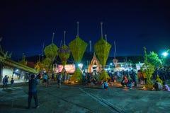 Demostración de la tradición del festival el bambú grande con las flores en Tailandia Fotos de archivo libres de regalías