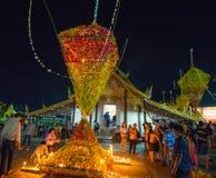 Demostración de la tradición del festival el bambú grande con las flores en Tailandia Fotografía de archivo libre de regalías